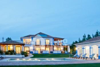 Villa Eska Luxury 5 Bed Seafront Villa