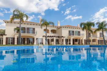 Super luxury 3-bedroom villa with pool, BBQ and private gardens