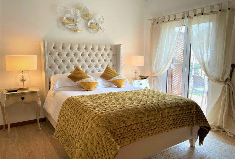 a Villa_Cascata_Gold_Bedroom - Cópia crop